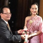 In photo: Mr Sansern Ngaorungsi, TAT Deputy Governor of International Marketing for Asia and the South Pacific, presents a Thai traditional garland to welcome Miss Hong Kong 2012, Miss Cheung Ming Nga Carat.