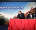 "Director João Manuel Costa Antunes signs the World Tourism Cities Federation ""Beijing Declaration"" on behalf of Macau SAR"