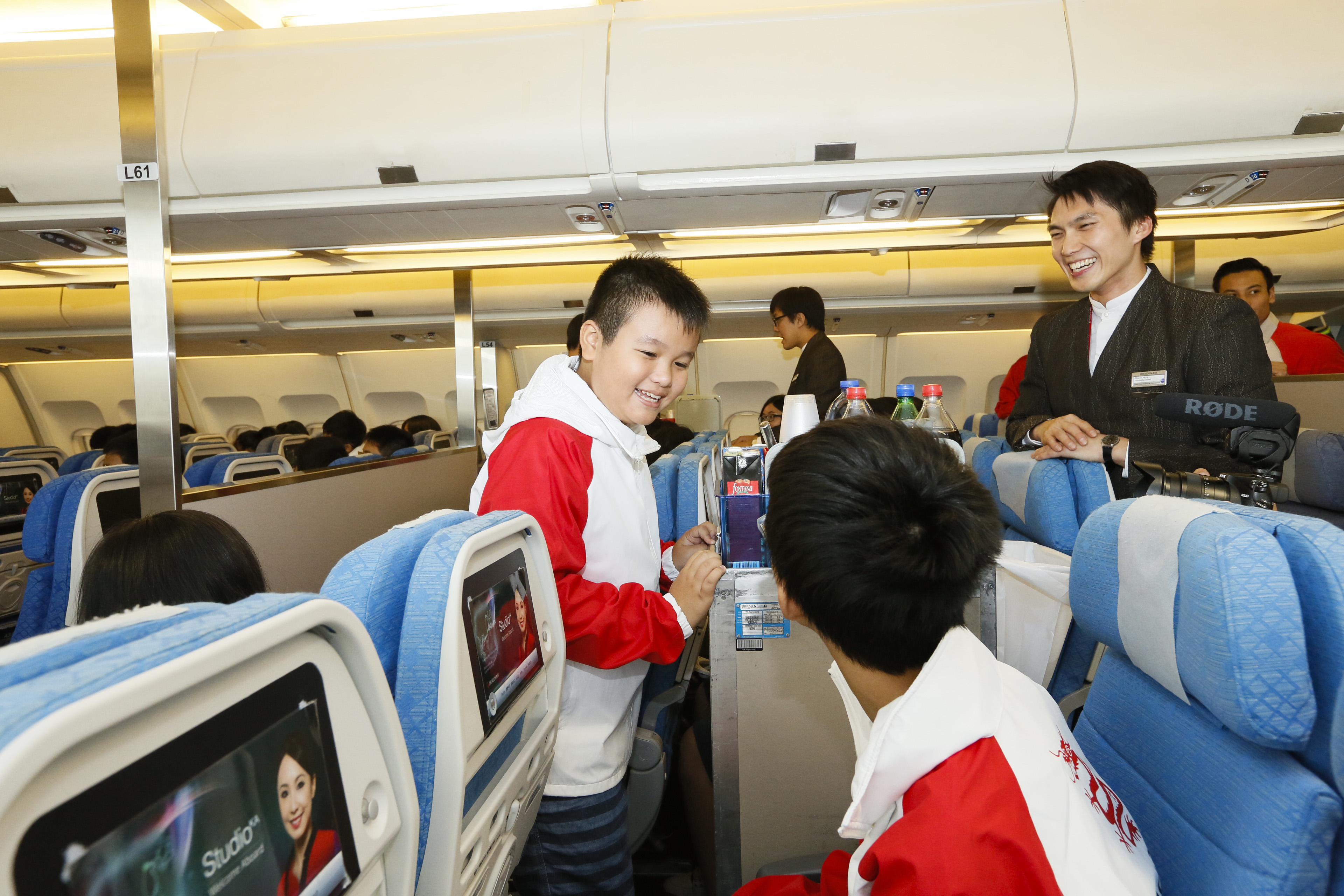 """Less-advantaged youngsters took part in Dragonair """"Journey of Dreams"""" aviation programme"""