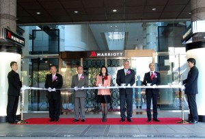 Left to right: Mr. Toshio Hara, Director and President, Hara Museum of Contemporary Art; Mr. Takeshi Hamano, Chief of Shinagawa Ward; Ms. Miwako Date, President, Mori Trust Hotels & Resorts; Mr. Simon Cooper, president and managing director Marriott International Asia and Mr. Kenji Fukunaga, General Manager, Tokyo Marriott Hotel.