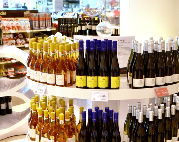 Hungarian goose liver and Tokaj wine the biggest hits at Budapest Airport during 2014 Easter travel season