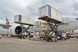 Cargo being offloaded from Emirates' Boeing 777-200LR at Chicago's at O'Hare International Airport
