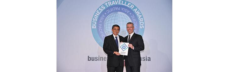 Qatar Airways Commercial Manager Hong Kong, Mr. Yap Kiang Thiam receiving the award