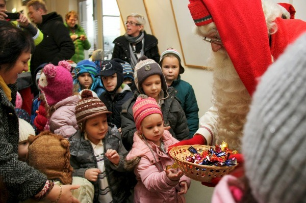 Finnish Santa Claus Joulupukki landed in Budapest to meet children in numerous locations throughout Hungary