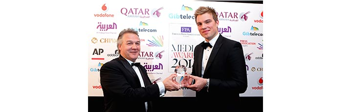 Qatar Airways Country Manager UK and Ireland, Richard Oliver, presented the Journalist of the Year Award on behalf of the airline to Ed Caesar, author and feature writer.