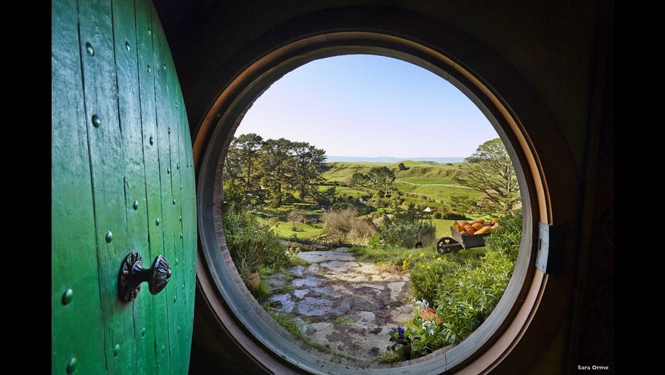 Hobbiton Movie Set Tours - a Hobbit's view of the film-star landscape that everyone can experience in Matamata. Credit: Tourism New Zealand