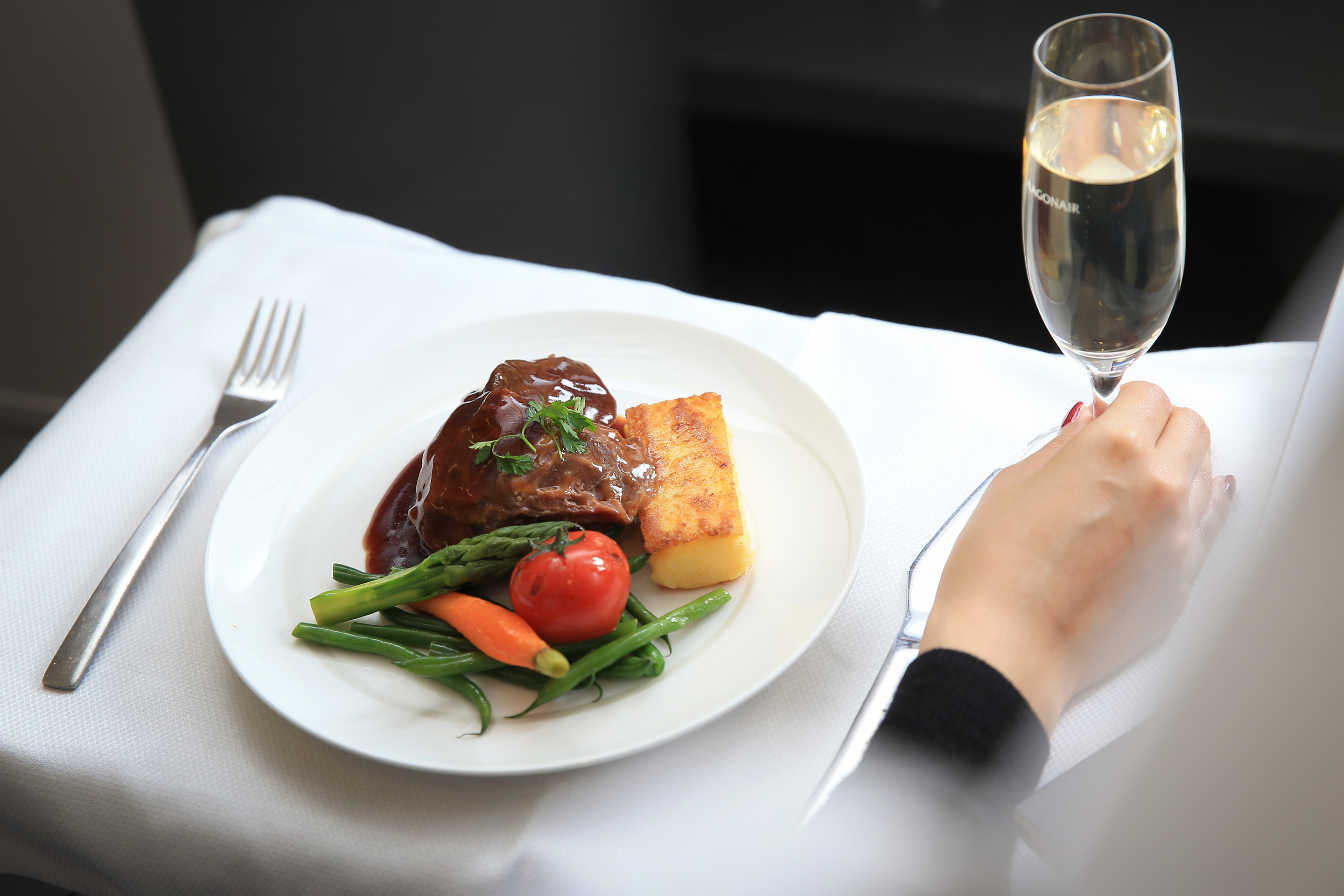 Dragonair renews partnership with fine-dining restaurant Hugo\u0027s to offer exclusive inflight menu featuring selection of classic European dishes & Travel PR News | Dragonair renews partnership with fine-dining ...