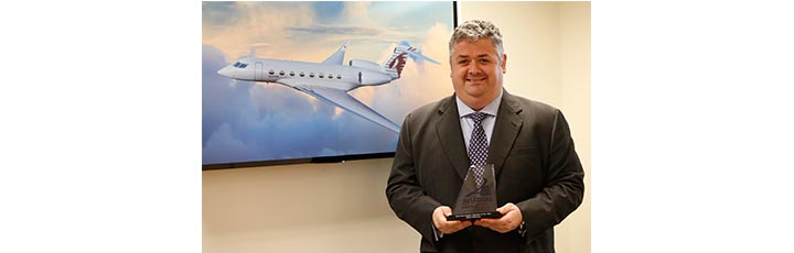 Executive Vice President of Qatar Executive David Edwards with the award