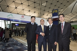 Jack So, Chairman of Airport Authority Hong Kong (AA) and Zhang Kui, President of Hong Kong Airlines, accompanied by C K Ng, Executive Director, Airport Operations of the AA and Ben Wong, Chief Operating Officer of Hong Kong Airlines officiate today at the opening ceremony of Midfield Concourse (MFC).