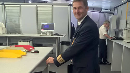 Lufthansa pilots now only use eFF (Electronic Flight Folder) application for the entire briefing and flight documentation