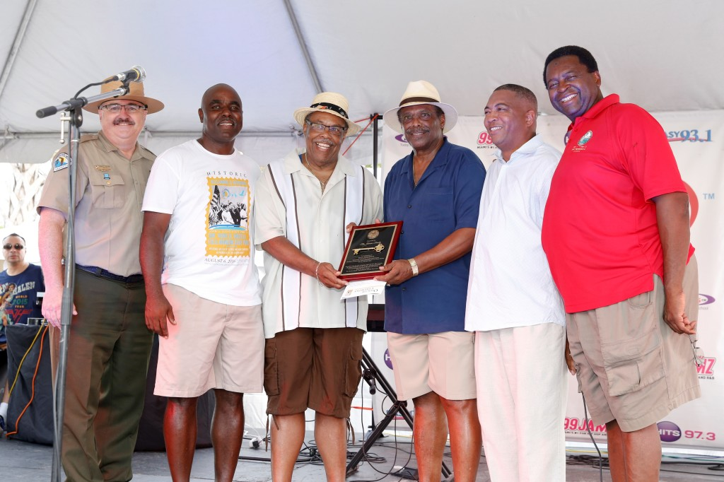 From left to right: Florida Park Service Director Donald Fiorgione, Fort Lauderdale Commissioner Robert McKenzie, members of the Eula Johnson family, Senator Chris Smith and Attorney Perry Thurston.