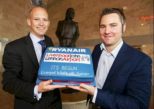 (L to R) LJLA's Mark Povall and Ryanair's Head of Communications Robin Kiely with a traditional celebratory cake ahead of today's inaugural flight to Sofia.
